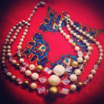 Vintage Necklace  金・白・透明・真珠の色