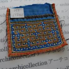 モン族の襟飾り no.52  13.5x12.5 cm  Hmong embroidery needlework はぎれ ラオス タイ