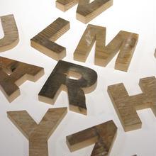 古材アルファベット