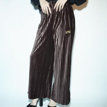 BAD PLEATS VELOUR PANT / BROWN