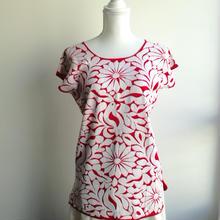 オアハカの刺繍ブラウス トゥクステペックの総刺繍 赤 DT109