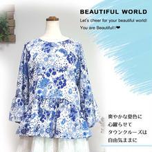 白×ブルーのさわやかな花柄ブラウス