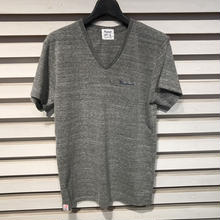 D16SS-005《V Neck Logo Tshirt》C/# GREY