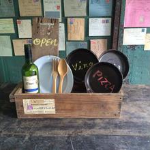 CAFEのカウンターで使う木箱