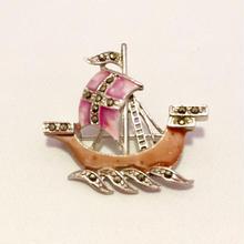 ピンクカラーの帆船のブローチ(BR0761)