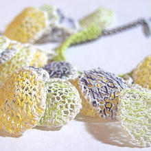KONA L'Ecume des jours ネックレス orecchiette-yellow/lime