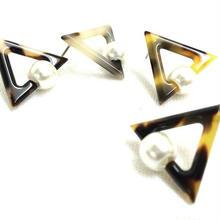 【triangular tortoiseshell】ピアス