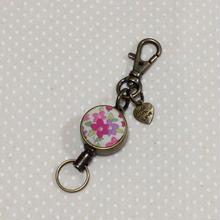 チャーム付きリールキーホルダー*ピンク小花柄