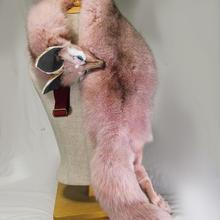 ピンクのキツネショルダーアクセ