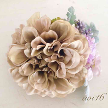 お花のハンドメイドコサージュ