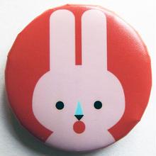 ウサギピンク缶バッチ(ピットアニマル)