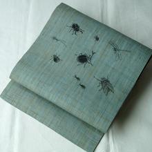 【夏・なごや帯】錆青磁色 昆虫と虫尽くし 麻
