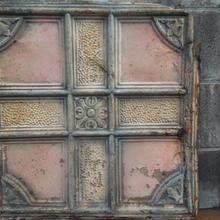 1800年代後半 ヨーロッパのテキスタイル柄のブリキの看板