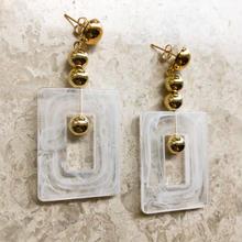 square motif pierce(white)