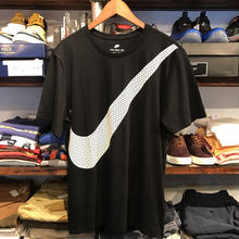 NIKE big swoosh tee (Black)