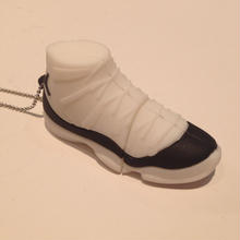 【残り僅か】AJ11 8Giga USB (ROYAL White × Black)