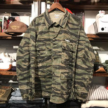 "RUGGED on vintage ""Stencil Arch"" tiger camo jacket (XL)"