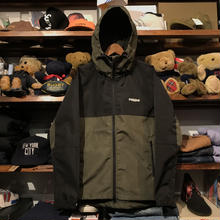 "【残り僅か】RUGGED ""Real/Fake"" nylon shell parka (Olive)"