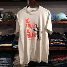 NO FALLS NO BALLS print tee (L)