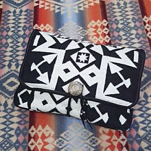 【SALE】 EARLY MORNING 『CONCHO CLUTCH(CONDENSED white&black)』』