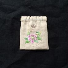 薬袋 : カエルとピンクの紫陽花