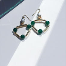 Ciita--TRIANGLE earrings GREEN x WHITE