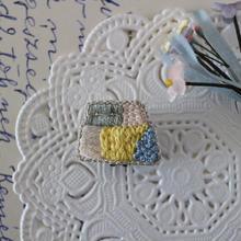刺繍の片耳イヤリング(台形1)