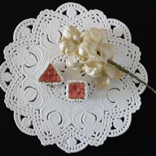 刺繍のイヤリング(オレンジピンク 2個セット)