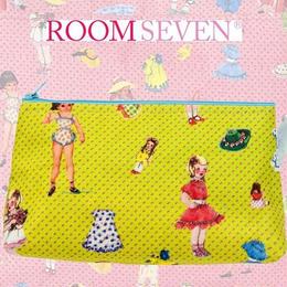 Room Sevenのガールドール柄ポーチ(イエロー)