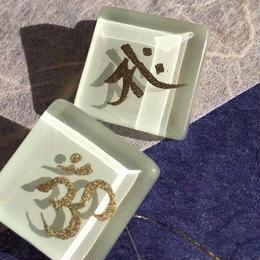 蒔絵のイヤリング 【梵字(OM+午)】