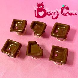 1口板チョコヘアピアス