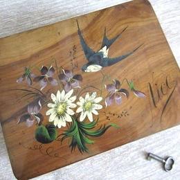 つばめ柄のモシュリンヌ木箱(鍵付き)