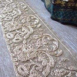 刺繍のレリーフモチーフレース