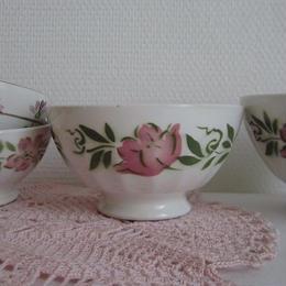 ピンクのお花モチーフのカフェオレボウル(中)