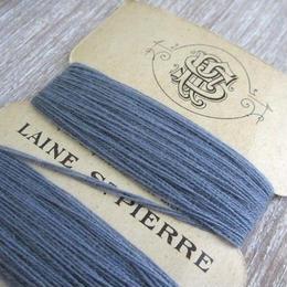 St.Pierreウールの糸巻き(ブルーグレー/茶台紙)