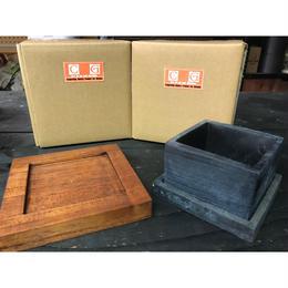 豪雨被害 被災地支援チャリティ商品 スクウェアセメントポットと天然木鉢受けのセット