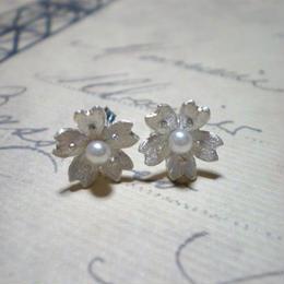 小桜のピアス