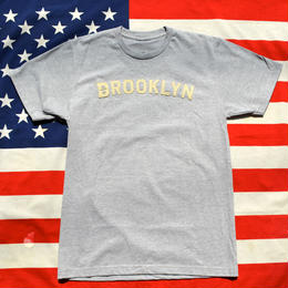 """THE BROOKLYN CIRCUS"" BROOKLYN FELT TEE (GRAY)"