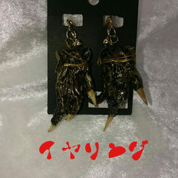 ワニの手の耳飾