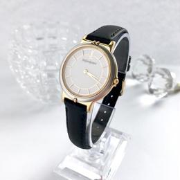YSL イブサンローラン 文字盤ホワイト ラウンドフェイス 腕時計