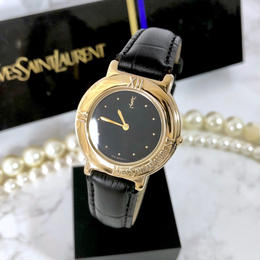 YSL イヴ・サンローラン ベルト2種付き ブラック文字盤 ゴールド クォーツ レディース 腕時計
