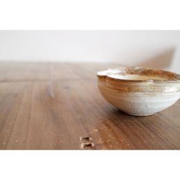 渕荒粉引 たわみ輪花豆鉢ミニ RフチアラH 057