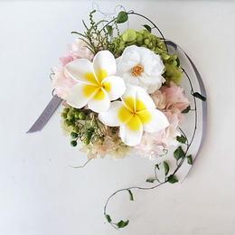 プルメリアと平咲きローズの壁掛け