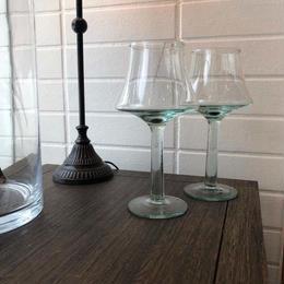リサイクルガラスのぽってりとしたワイングラス