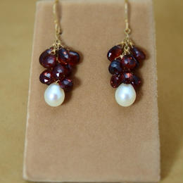 Garnet&Pearl  Chapeau Earrings