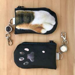CAT PAW PASS HOLDER_fluffy_black_Tabby Tricolore