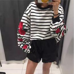 ローズ刺繍ボーダーシャツ ホワイト