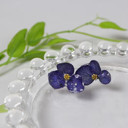 紫陽花のドライフラワーピアス(ネイビー)