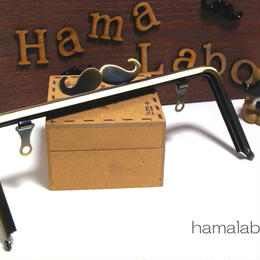 【HA-308】ヒゲ口金/18cm角型(アンティークゴールド)・兼用カン付き