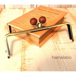 【HA-1437】三枚口(二口口金)19cm/(ちょっと大きい茶色の木玉×アンティークゴールド)・カン付き